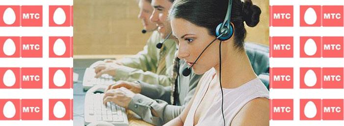 Инструкция дозвониться на МТС с Билайна, молодая девушка-оператор принимает звонок.